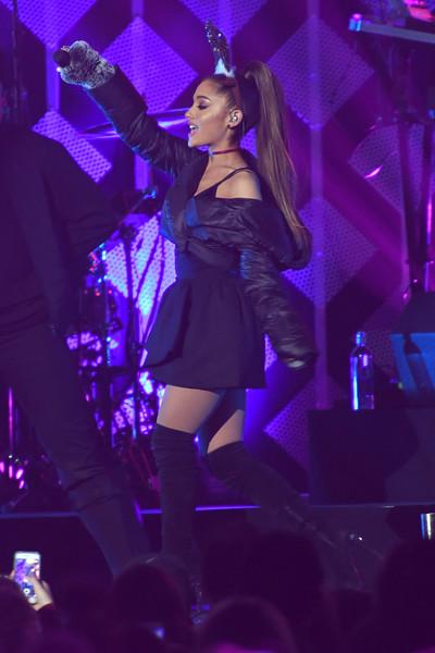 Ariana Grande se presenta en Manchester con Miley, Justin, Katy, Coldplay