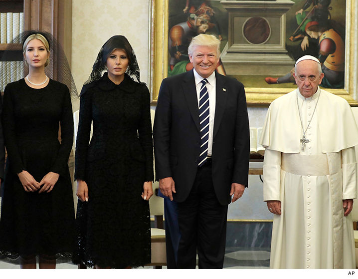 Kathy Griffin posa con la cabeza decapitada de Trump - WTF?