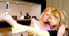 Paris Hilton dice que inventó la selfie… LOL!