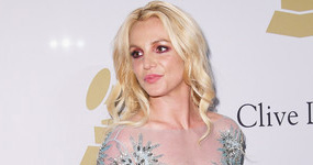 Britney Spears dice que CANTA en vivo!! LOL!