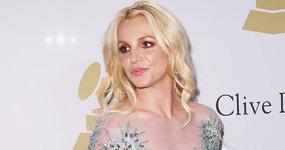 Britney Spears dice que CANTA en vivo!! LOL!