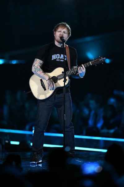Ed Sheeran renuncia a Twitter por culpa de los fans de Gaga