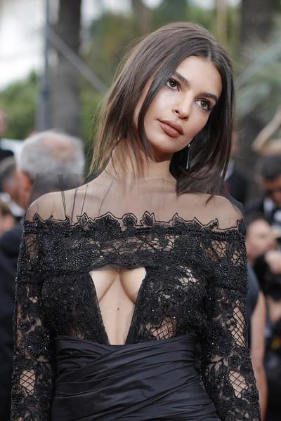 Emily Ratajkowski dice que es demasiado sexy!