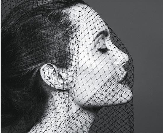 Angelina Jolie llora en la ducha (Vanity Fair)
