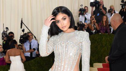 Kylie Jenner y su estatua de cera Madame Tussaud - Cuál se ve más fake?