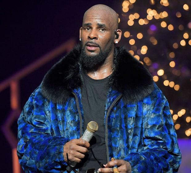 R. Kelly tiene un culto de esclavas sexuales?