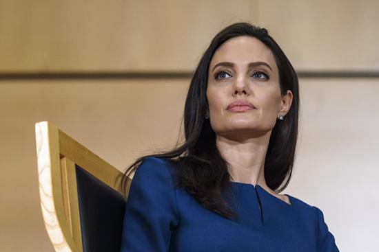 Angelina Jolie casi en bancarrota? WTF? Quiere a Brad de vuelta?