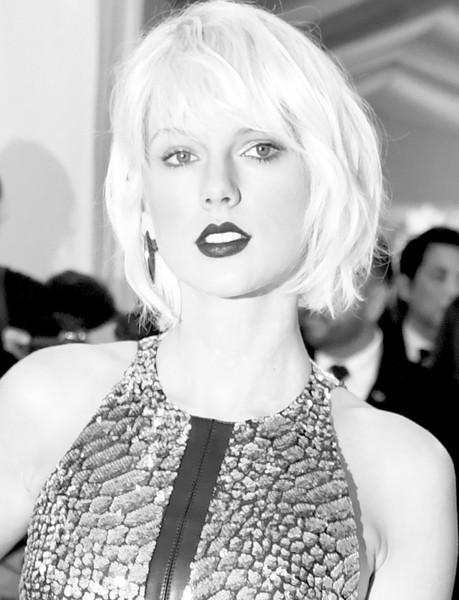 Taylor Swift: sí es una víbora!! LOL! UPDATE!!