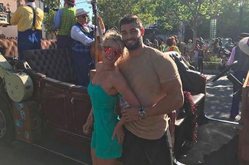 Britney Spears nuevos senos por su novio