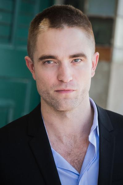 Robert Pattinson con peluca rosada Wonderland magazine