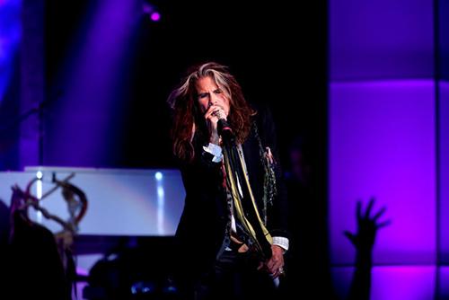 Steven Tyler sufre convulsión en Brasil
