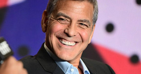 George Clooney usa bronceado falso? Anaranjado! LOL!