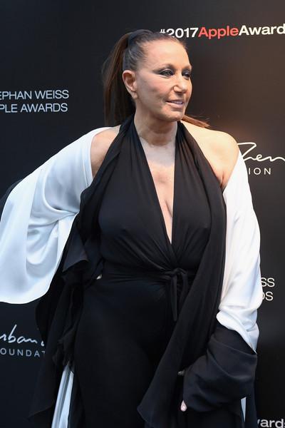 Donna Karan defiende a Harvey Weinstein, las mujeres son culpables