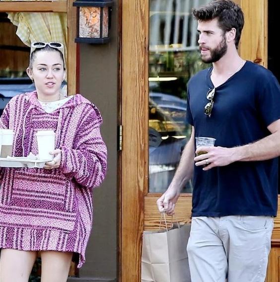 Miley Cyrus y Liam Hemsworth con anillos de boda?