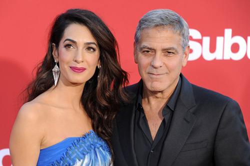 George y Amal Clooney regalaron audífonos en un vuelo con sus gemelos. LOL!