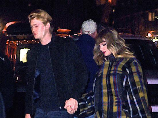 Taylor Swift y su novio Joe Alwyn de la mano - Merece ser Persona del Año TIME?