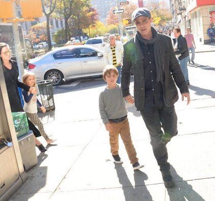 Jennifer Aniston conoce a los hijos de Brad! (InTouch ...