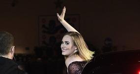 Adele vestida de Dolly Parton LOL!