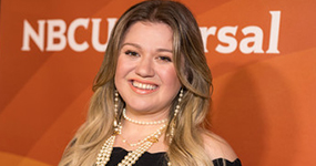 Kelly Clarkson defiende dar nalgadas a los hijos