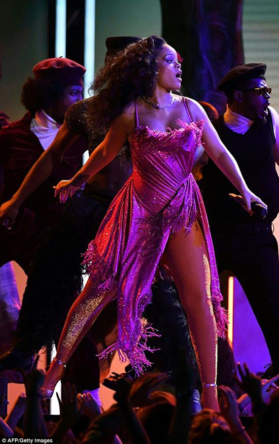 Rihanna en los Grammys 2018 – Embarazada? Memes!