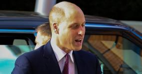 El Príncipe William se afeitó la cabeza!