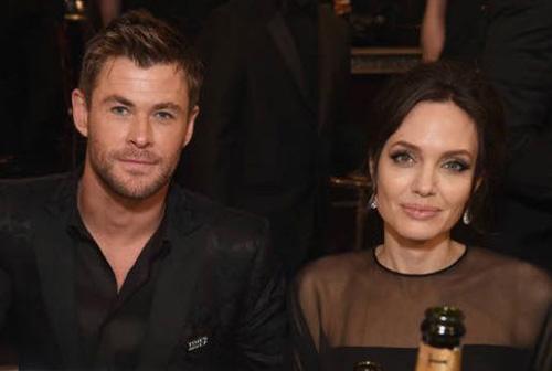 Angelina-Jolie-Chris-Hemsworth-GG.jpg
