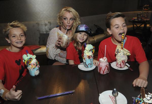 Kevin Federline va tras el dinero de Britney Spears!