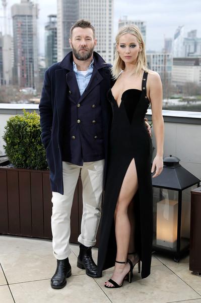 Critican a Jennifer Lawrence por revelador vestido en la premier de Red Sparrow