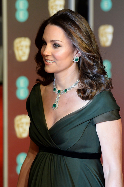 c53ea518a Critican a Kate Middleton por no vestir negro en los BAFTAs ...