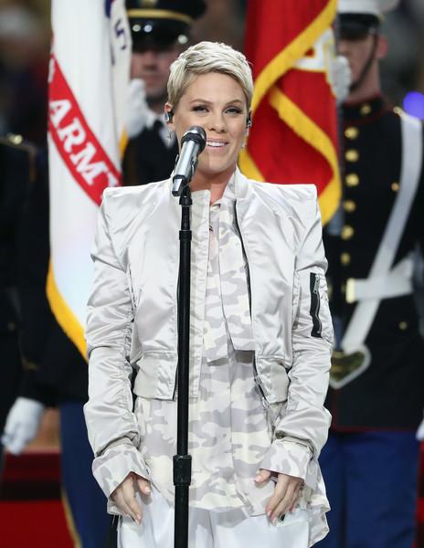 Pink defiende su actuación en el Super Bowl - Justin Timberlake FAIL!