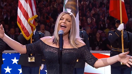 Fergie canta el himno de USA en la NBA All Star – WTF?