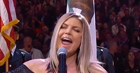 Fergie canta el himno de USA en la NBA All Star – WTF?