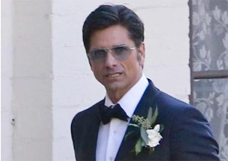 John Stamos se casó Caitlin McHugh después que los robaron. What?