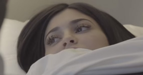 Kylie Jenner ya es madre! Tuvo a su hija! Baby girl!!