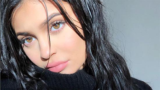 Kylie Jenner revela el nombre de su hija? UPDATE!!