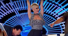 Katy Perry roba beso a concursante de American Idol – Inapropiado?