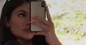 Kylie Jenner muestra su cuerpo post parto y posa con baby Stormi