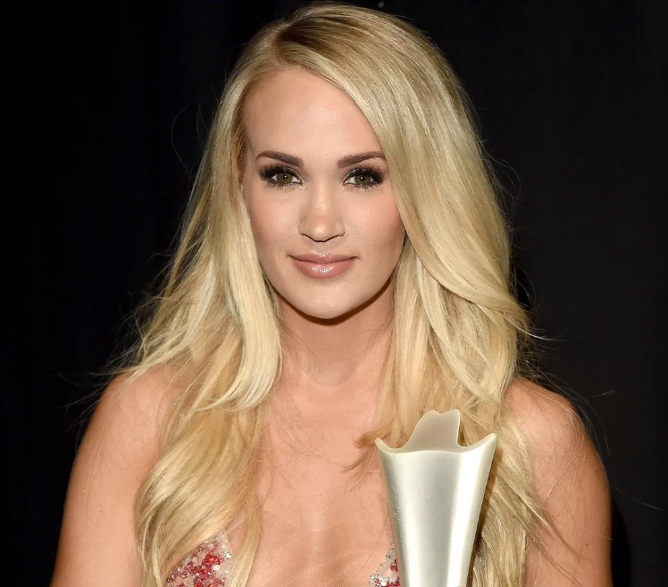 Carrie Underwood aterrorizada por cicatrices de su cara en los ACM Awards!