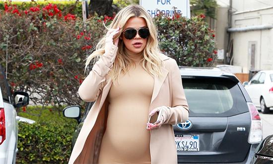 Todo el mundo habla de la embarazada Khloe Kardashian. Es un teatro?