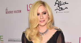 Avril Lavigne saliendo con un billonario!!