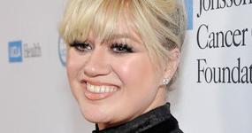 El nuevo look de Kelly Clarkson, perdió peso!