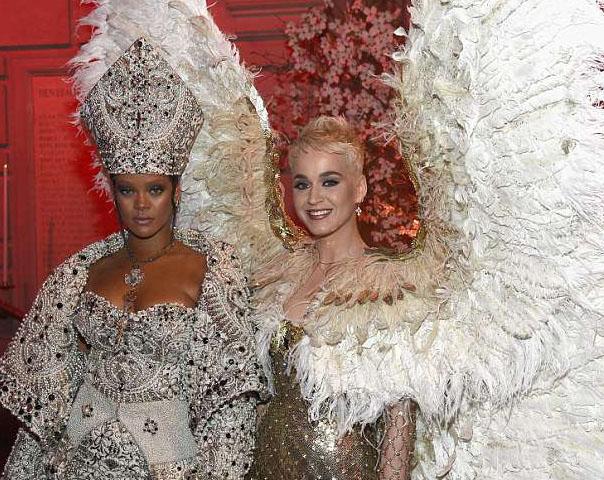 Rihanna y Katy Perry ya no son amigas! Drama en el Met!!