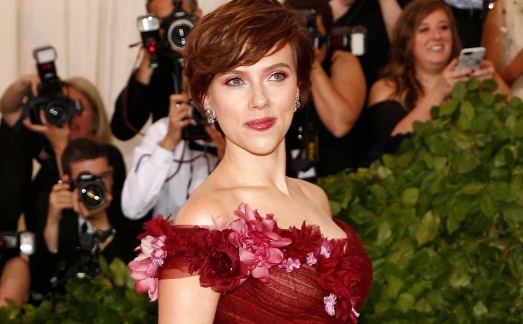 Scarlett Johansson explica su vestido Marchesa en el Met Gala