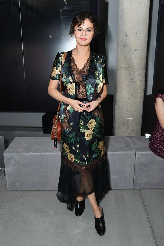 Selena Gomez se viste como abuelita!