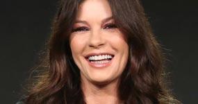 Catherine Zeta-Jones harta de disculparse por ser rica y hermosa