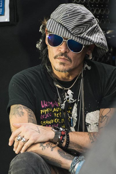 Johnny Depp demandado por agresión en el set