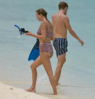 Taylor Swift en la playa con su novio Joe Alwyn