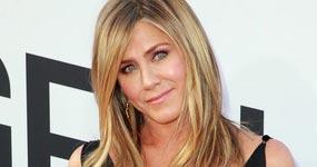 Jennifer Aniston saliendo de nuevo (Us)