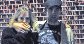 Robert Pattinson saliendo con Suki Waterhouse