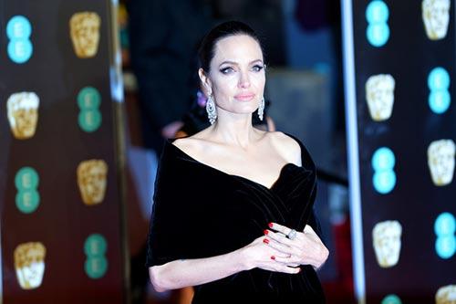 Angelina Jolie quiere un divorcio sucio, su abogada renuncia?